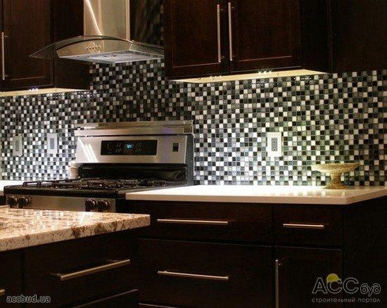 Черно белая мозаика на кухне